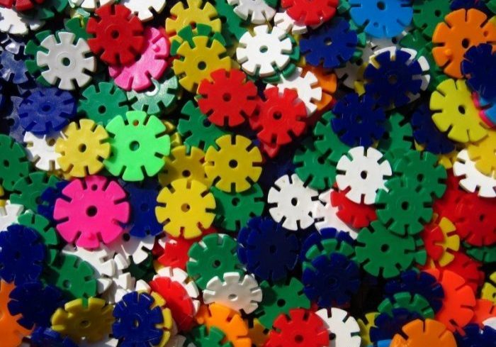 discs-colorful-toys-plastic-many-mess-chaos-1